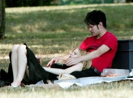Avril Lavigne: massaggi spinti al parco